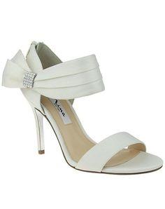Bow side open-toed heels   Nina Bridal Cosmos   http://trib.al/Gbo4V3B