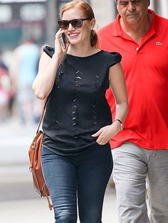 From her cool cut-out tee to her tortoise shades with metallic rimming, Jessica Chastain's style is beyond trendy!
