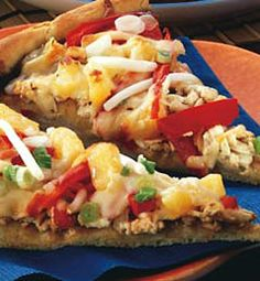 Grated tofu makes an excellent topping to vegetarian pizza. Instead of a typical tomato sauce, in this recipe, the pizza crust is covered with a thick layer of Seitan, Tempeh, Apartment Backyard, Fast Easy Dinner, Teriyaki Tofu, Vegetarian Recipes, Healthy Recipes, Asian Recipes, Ethnic Recipes