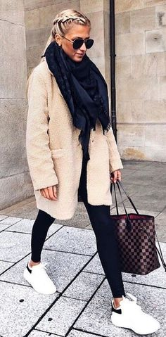 winter outfits 2019 Fleecejacke Out - winteroutfits Cozy Winter Outfits, Winter Fashion Outfits, Autumn Fashion, Casual Winter, Fall Winter, Winter Chic, Outfit Winter, Fashion Spring, Spring Outfits Women