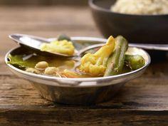 Gemüse-Tajine mit Blumenkohl, Okra und Möhren: Mit diesem Gericht tun Sie Ihrem Körper einen großen Gefallen. Buntes Gemüse für ein gesundes Herz.