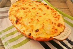 Lasagne van tortellini met een tomaten-gehaktsausje - Lekker en Simpel