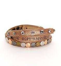 Rafa imitatieleren armband met diverse studs en steentjes en voorzien van de tekst Love-Hope-Happiness - NummerZestien.eu