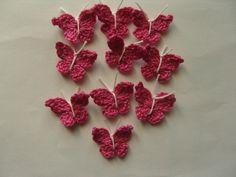 Papillons, lot de 10, en coton rose au crochet : http://www.alittlemarket.com/ecussons-appliques/fr_papillons_lot_de_10_en_coton_rose_au_crochet_-13334763.html