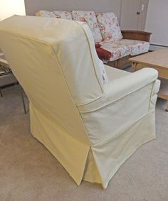 Love the classic, boxy shape and pale yellow twill fabric.