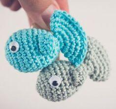 Een gratis Nederlands haakpatroon van een visje. Wil jij ook een visje voor iemand haken? Lees dan snel verder over het haakpatroon op Haakinformatie.nl Crochet Cat Toys, Crochet Fish, Crochet Animals, Crochet Dolls, Free Crochet, Knit Crochet, Crochet Ideas, Baby Crafts, Diy And Crafts
