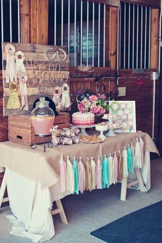 55 New Ideas Baby Girl Shower Country Birthday Parties Horse Theme Birthday Party, Country Birthday Party, Rustic Birthday Parties, Farm Birthday, Birthday Party Decorations, Horse Party Decorations, Cowgirl Party Centerpieces, Table Centerpieces, Rustic Theme Party