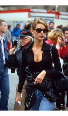 "Street style before ""street style"" existed. Christy Turlington in her perfect look. Fashion Male, Fashion 90s, Vintage Fashion, Fashion Outfits, Womens Fashion, Hollywood Fashion, Street Fashion, Luxury Fashion, Cheap Fashion"