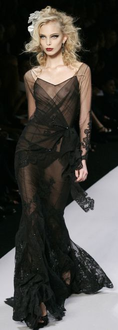 Christian Dior Another gorgeous black dress Fashion Moda, High Fashion, Fashion Show, Fashion Design, Fashion Details, Beautiful Gowns, Beautiful Outfits, Beautiful Beautiful, Couture Fashion