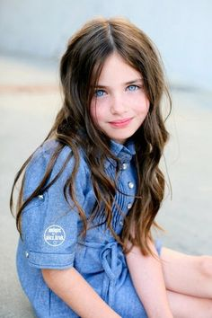Lily Kruk 🔥 Love her eyes 😍 Fashion Kids, Stylish Kids Fashion, Girl Fashion, Teen Models, Young Models, Child Models, Beautiful Little Girls, Beautiful Children, Beautiful Babies