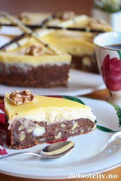 Browniekake med hvit sjokoladekrem og konjakk | Det søte liv Pudding Desserts, Cravings, Cheesecake, Pie, Sweets, Chocolate, Baking, Food, Drink