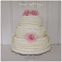 Emmas KakeDesign: Head to the blog for a step-by-step tutorial on how to make this beautiful ruffle wedding cake. Instagram @emmaskakedesign Diy Step By Step, Fondant Rose, Cake Tutorial, Wedding Cakes, Sweets, Tutorials, Snacks, Desserts, How To Make