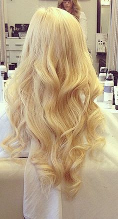 Having beautiful blonde hair like this should start with Aloxxi Hair Color from www.desertviking.com and style like this depends on a talented stylist.