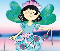 Fensterbilder basteln mit Kindern: Wie eine Ballerina tanzt die Blumen-Elfe durch die Lüfte. Die kostenlose Bastelvorlage für das süße Fensterbild gibt es hier. © Christophorus Verlag