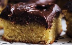 Mazarin med peanut topping Saftig og med skøn mandelsmag – MUMS!