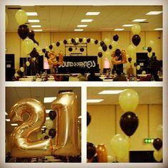 #balloons #birthday #21 #party #balloondecor #helium #balloonarches #balloonclusters #airwalkers #swindon #nicheevents