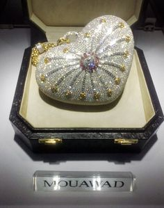 Mouawad 1001 Nights Diamond Purse - Officially certified by Guinness World Records as the most expensive designer handbag in the world at million dollars. The heart-shaped purse is handcrafted from gold and has diamonds Vanity Case, Most Expensive Handbags, My Funny Valentine, Vintage Purses, Diamond Are A Girls Best Friend, Beautiful Bags, Swagg, Evening Bags, Purses And Handbags