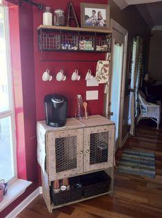 40 DIY Farmhouse Style Chicken Wire Basket Shelf Ideas - claudia calderon - 40 D. Coffee Nook, Coffee Bar Home, Home Coffee Stations, Coffee Bars, Coffee Corner, House Coffee, Beverage Stations, Coffee Break, Wire Basket Shelves