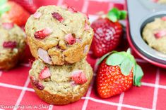 Whole Wheat Strawberry Muffins. Healthy Guilt-free Whole Wheat Strawberry Muffins. Sweetened from fresh berries and super moist from Greek yogurt! Strawberry Muffin Recipes, Strawberry Muffins, Brunch Recipes, Dessert Recipes, Desserts, Greek Yogurt Oatmeal, Clean Eating Muffins, Healthy Superbowl Snacks, Yogurt Smoothies