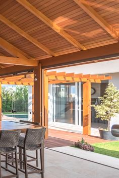 Wood Pergola, Patio Gazebo, Pergola With Roof, Backyard Landscaping, Terrace Garden Design, Patio Design, Outdoor Metal Wall Decor, Outdoor Garden Sink, Flat House Design