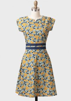 Navy and yellow is one of my favorite color combos. This dress is perfectly causal and yet pretty!