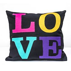 """Almofada """"Love"""" 2733 - Almofadas - Casa - Handmade Felt Cushion, Pillos, Projects To Try, Plush, Throw Pillows, Quilts, Embroidery, Rugs, Sewing"""