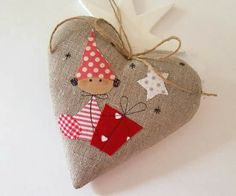 100 Brilliant Projects to Upcycle Leftover Fabric Scraps - Adjourna Felt Crafts, Diy And Crafts, Christmas Crafts, Christmas Decorations, Christmas Sewing, Felt Christmas, Christmas Time, Christmas Interiors, Navidad Diy