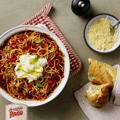 This one pot pasta recipe from RAGÚ® creates a simple dish that's perfectly pleasing in about 20 minutes. Grab a har of your favorite Ragu pasta sauce and enjoy it tonight! One Pot Dishes, One Pot Meals, Pasta Dishes, Main Dishes, Side Dishes, One Pot Spaghetti, Spaghetti Recipes, Easy One Pot Pasta Recipe, Mac And Cheese Pasta