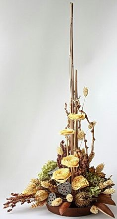 Rustic Flower Arrangements, Modern Flower Arrangements, Floral Centerpieces, Wood Flowers, Rustic Flowers, Dried Flower Bouquet, Dried Flowers, Flower Installation, Branch Decor