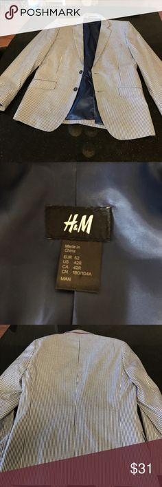 H&M seersucker slim fit blazer (worn once) H&M seersucker slim fit blazer (worn once) blue/white H&M Suits & Blazers Sport Coats & Blazers
