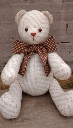 Urso em tecido bege e laço xadrez marrom ... Um charme!