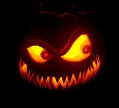 Awesome Pumpkin Carvings, Scary Pumpkin Carving, Halloween Pumpkin Carving Stencils, Halloween Pumpkin Designs, Scary Halloween Pumpkins, Fete Halloween, Spooky Pumpkin, Creative Pumpkin Carving Ideas, Halloween Ideas