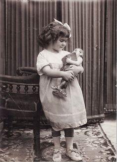 1911, Frida 4 years old.