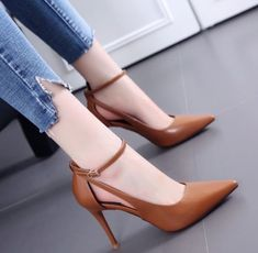 51 Casual Sexy Shoes To Copy Right Now shoes womenshoes footwear shoestrends 812407220264630482 Fancy Shoes, Pretty Shoes, Beautiful Shoes, Cute Shoes, Women's Shoes, Shoe Boots, Shoes Style, Ankle Boots, Outfits Damen