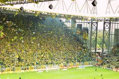 Også kaldet Signal Iduna Park er formentllig det stadion i Europa med den fedeste stemning. Det koger helt over når Dortmund scorer, og stemningen får gerne et ekstra gear opad til Ruhrknalle mod Schalke 04.