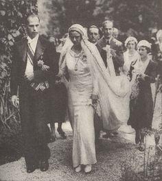Archduke Anton of Austria-Tuscany and Princess Ileana of Romania Wedding Sinaia, 26 July Royal Wedding Gowns, Royal Weddings, Wedding Veils, Romanian Royal Family, Princess Victoria, Queen Victoria, Vintage Wedding Photography, Princess Alexandra, British Royal Families