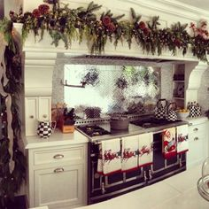 I made that gorgeous backsplash :) email me for inquiries at mosaicdesigner@aol.com or call me  212-643-2426 -Allison :)