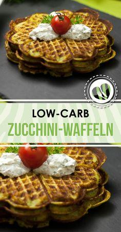 Die deftigen Zucchini-Waffeln mit Speck und Parmesan sind low-carb, lecker und einfach gemacht.