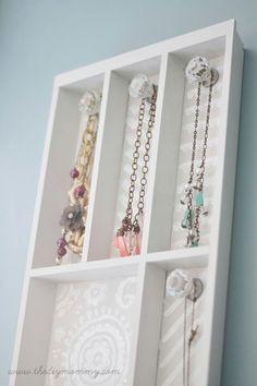 Cutlery tray into a jewelry organizer