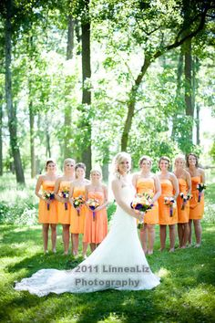 Bride with bridesmaids. http://linnealizphotography.com