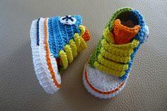 Mini converse multicolor de crochet hechos a mano con perlé de alta calidad. Patucos de primavera/verano/otoño.Elije talla y colores!!!!Tallas: 0-3