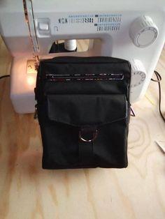 Pochette Jive en toile à sac noire cousu par Clarisse - Patron Sacôtin