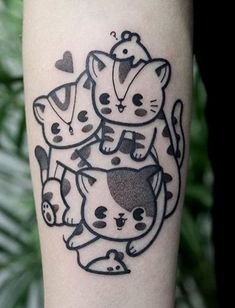 Hugo Tattooer cat tattoo Trendy Tattoos, Cute Tattoos, Beautiful Tattoos, Body Art Tattoos, Sketch Tattoo Design, Tattoo Sketches, Tattoo Designs, Hugo Tattooer, Hook Tattoos