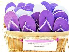 Offrir des tongs aux invités du mariage