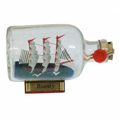 Maritmes Flaschenschiff der berühmten Bounty als schöne Geschenkidee und für Sammler.   KEINE VERSANDKOSTEN INNERHALB DEUTSCHLANDS!!