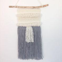 En bestilling på vej til den nye ejer☺️🙌🏼📮☀️ #vægtæppe #vægtæpper #vægophæng #vægdekoration #wallhanging #wallhanger #wallpiece #weaving #weave #vævning #unika #woolly #butikwoolly