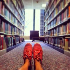 First-year broadcast news major Daniela Buvat found her study spot in Cowles Library. #DrakePOTD