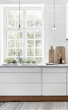 White Kitchen - Cabinetry Ideas - Modern Home - Masculine Decor - Interior Design Modern Kitchen Cabinets, Kitchen Interior, New Kitchen, Kitchen Ideas, Skandi Kitchen, Design Kitchen, Kitchen Tips, Voxtorp Ikea, Küchen Design