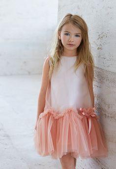 Fendi Kids / Fall Winter 2017 dedicated to little ones. Little Girl Dresses, Girls Dresses, Flower Girl Dresses, Baby Dress, The Dress, Dress Girl, Ruffle Dress, Little Girl Fashion, Kids Fashion