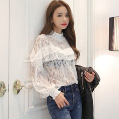 New Fashion 2017 Spring Noble Women Hollow Lace Blouse Shirt Long-sleeve Ruffles Shirt Female Women Tops Blusa De Renda